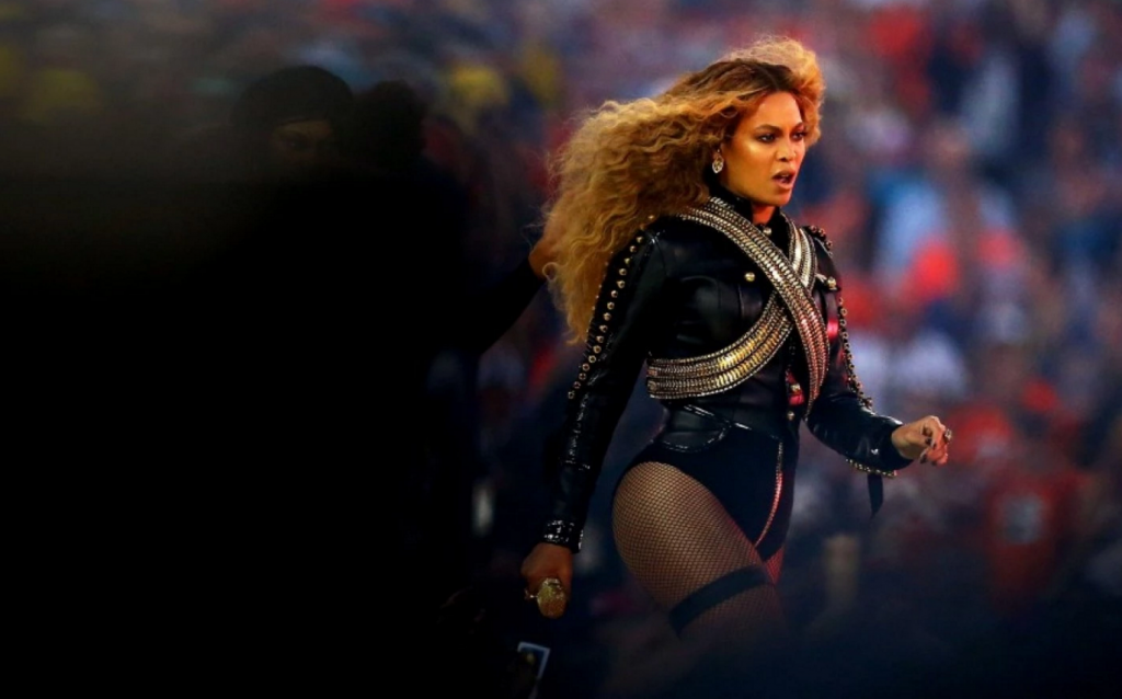 beyonce performs at super bowl 50