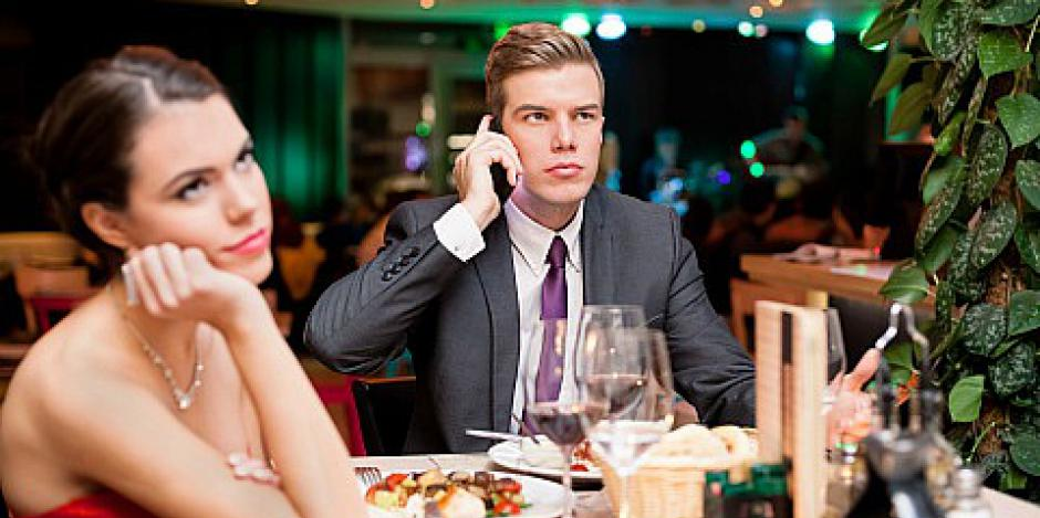 man-on-the-phone-during-dinner-date