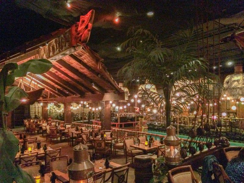 Tonga-Room-Tiki-Bar-Dining-Room-kitsch-palm-pool